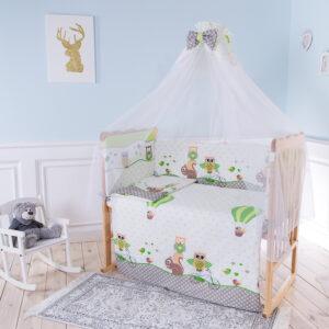 В стандартную кроватку